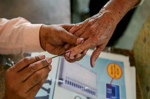 West Bengal Election Phase 5: হঠাৎই বুথে পড়ে গেলেন বিজেপির এজেন্ট, কিছুক্ষণের মধ্যেই মৃত্যু! কিন্তু কেন?