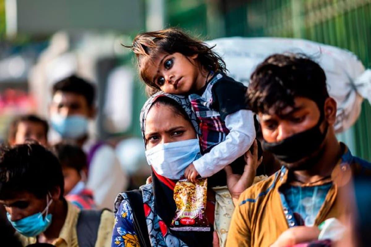 *করোনার দ্বিতীয় ঢেউয়ে (Coronavirus Second Wave) টালমাটাল পরিস্থিতি। গত ২৪ ঘণ্টায় ফের রেকর্ড ভেঙে দেশে করোনা আক্রান্তের (COVID 19 Positive) সংখ্যা পেরিয়েছে ২ লক্ষ ৭৮ হাজার। রাজধানীতে আক্রান্ত (Delhi Corona Update) প্রায় ২৫ হাজার, মহারাষ্ট্রে সংখ্যাটা ৭০ হাজারের বেশি। এমতাবস্থায় দিল্লি-সহ (Delhi) উত্তরপ্রদেশ (UttarPradesh), রাজস্থান (Rajasthan), পঞ্জাবে (Punjab) লকডাউন (Lockdown) জারির সিদ্ধান্তগৃহীত হয়েছে। সংগৃহীত ছবি।