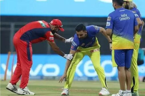 IPL 2021: বাংলার পেসারের পা ছুঁয়ে মাঠে নেমেই চার উইকেট! CSK-র তারকার ছবি ভাইরাল