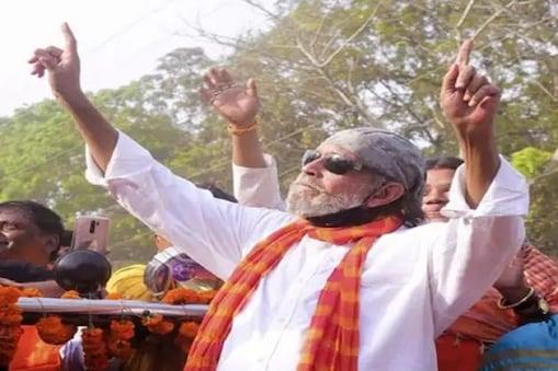 Mithun Chakraborty: বাংলা 'সন্ত্রাসমুক্ত' হবে কী করে? 'কেন, বিজেপি এলে!' নাচতে-নাচতে বলছেন মিঠুন