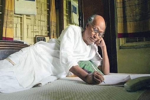 Shankha Ghosh: চলে গেলেন, সময়ের কাঁটায় ধরা রইলেন শঙ্খ ঘোষ...