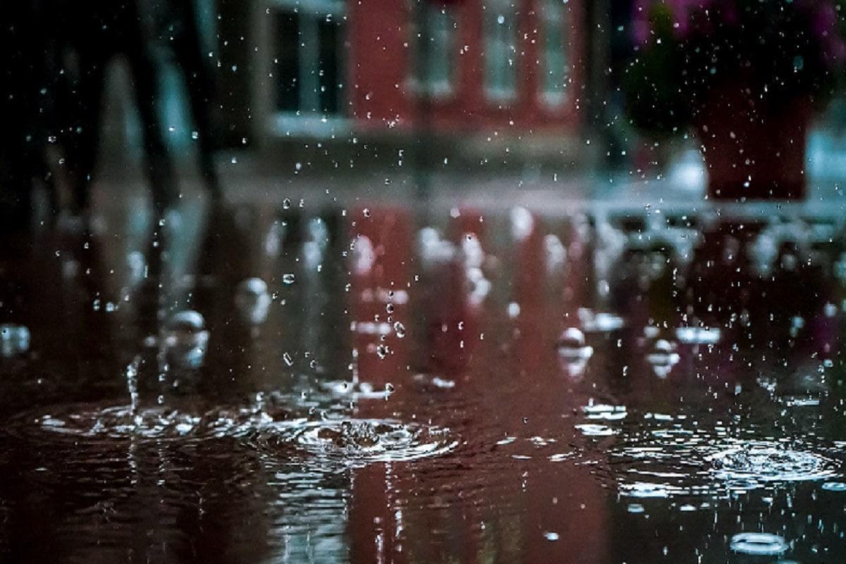 কলকাতাতেও প্রস্তুত থাকছে প্রশাসন৷ আগামী সপ্তাহে যশ ঘূর্ণিঝড়ের জেরে প্রাকৃতিক দুর্যোগের আশঙ্কার কথা মাথায় পুরসভার সমস্ত দফতরের কর্মীদের ছুটি বাতিল করা হয়েছে৷ প্রতীকী ছবি৷ Info- Biswajit Saha
