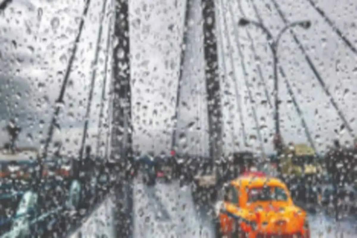 *প্রচন্ড গরম ও অস্বস্তিকর আবহাওয়া থেকে কিছুক্ষণের মধ্যেই মিলবে মুক্তি। দুপুরের মধ্যেই প্রবল বৃষ্টিতে ভিজতে পারে কলকাতা-সহ গোটা দক্ষিণবঙ্গ। উত্তরবঙ্গ ও সিকিমে ভারী বৃষ্টির সর্তকতা। ফাইল ছবি।