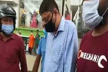 দুই কোটি টাকার জালিয়াতি! শিলিগুড়ি বিধান রোডের একটি হোটেল থেকে গ্রেপ্তার ২