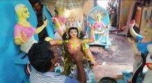 এক করোনাই রেহাই নেই, দোসর বৃষ্টি! বিশ্বকর্মা-মনসা পুজোয়ে মন্দা শিল্পীদের