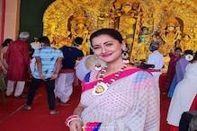Rachna Banerjee: সাদা-গোলাপি শাড়িতে দিদি নম্বর ওয়ান রচনা ! ছোটবেলার বন্ধুদের নিয়ে মাতলেন পুজোয়