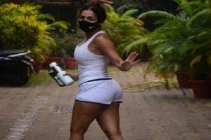 সোশ্যাল মিডিয়ায় আগুন ঝরাচ্ছেন মালাইকা, হট অবতারে কাঁপাচ্ছেন নেট দুনিয়া