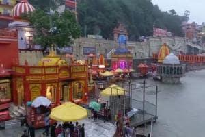 Ganga Dussehra 2021: ভিড় এড়ানোর নির্দেশ থাকলেও পুণ্য স্নানে ভক্তদের সমাগম হরিদ্বারে