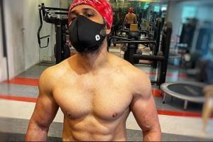 Emraan Hashmi Ripped Biceps: সলমনের বিরুদ্ধে লড়বেন, বলিউডের কিসিংম্যান-কে চিনতে পারছেন?
