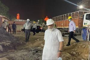 Narendra Modi at New Parliament Building Construction Site: আঁচ পায়নি কেউ, হঠাৎই নতুন সংসদ ভবনের নির্মাণকাজ পরিদর্শনে হাজির প্রধানমন্ত্রী