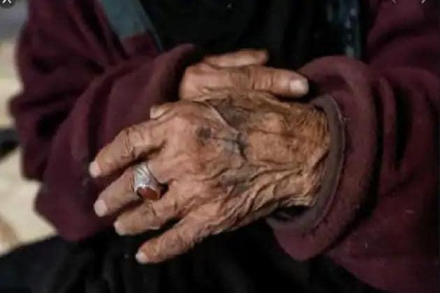 করোনায় আক্রান্ত ৯০ বছরের মা, জঙ্গলে ফেলে রেখে উধাও ছেলে