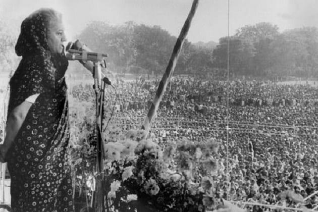 જો કે, આ વિરોધ છતાં સ્વતંત્રતા દિનના દિવસે કાલપાત્ર લાલ કિલ્લા પરિસરના જમીન નીચે દાટી દેવામાં આવ્યું હતુ. 1977માં કોંગ્રેસ પાર્ટી સત્તા ગુમાવી હતી. હવે દેશમાં મોરરાજી દેસાઈના નેતૃત્વમાં જનતા પાર્ટીની સરકાર બની હતી. જનતા પાર્ટીના નેતાઓએ ચૂંટણી પહેલા જ એ કહ્યું હતુ કે, કાલપાત્ર ને જમીન માંથી કાઢીને તે સામગ્રીનું ફરીથી અભ્યાસ કરશે.