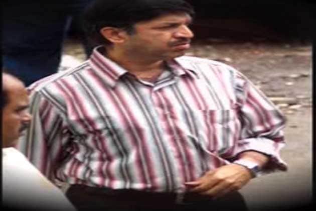 વિજય સાલસ્કર : વિજય સાલસ્કર મુંબઇ પોલીસમાં સેવારત એક વરિષ્ઠ પોલીસ ઇન્સ્પેક્ટર અને એન્કાઉન્ટર સ્પેશિયાલિસ્ટ હતા. તેમણે અલગ અલગ અથડામણમાં 75-80 ગુનેગારોને ઠાર કર્યા હતા.
