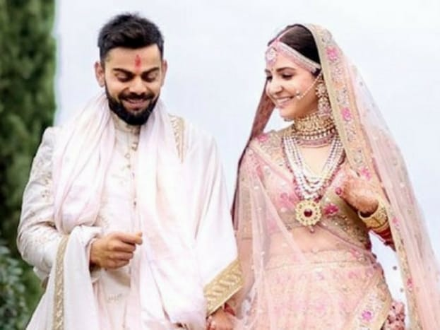 વિરાટ કોહલી અને અનુષ્કા શર્માની લગ્ન બાદની તસવીરો સોશિયલ મીડિયા પર છવાઇ ગઇ છે. તેવામાં ન્યૂઝ18ની ગ્રાફિક્સ ટીમે એક મજેદાર પ્રયાસ કર્યો છે.