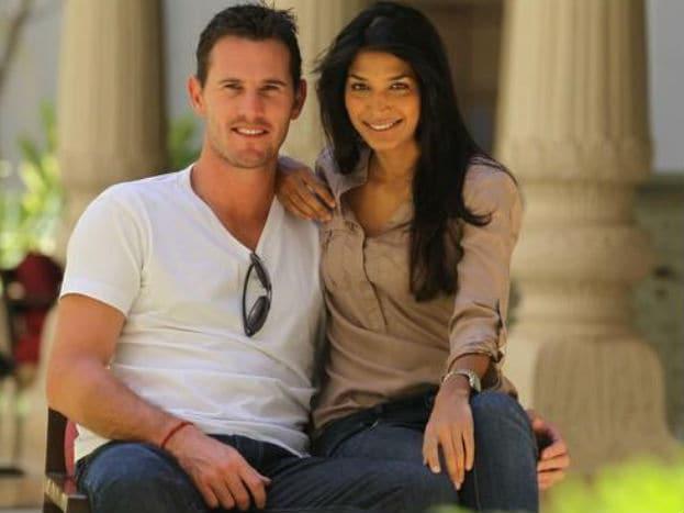શોન ટેટ અને માસૂમ સિંઘ : ઓસ્ટ્રેલિયન ક્રિકેટર શોન ટેટની પત્ની માશૂમ સિંઘ છે, જે ભારતની ફેમસ મોર્ડલ રહી ચૂકી છે. ચાર વર્ષના અફેર બાદ બંનેએ વર્ષ 2014મા લગ્ન કરી લીધા હતા. શોન ટેટ અને માશૂમના લગ્નમાં યુવરાજ સિંહ અને ઝહિર ખાને પણ હાજરી આપી હતી.