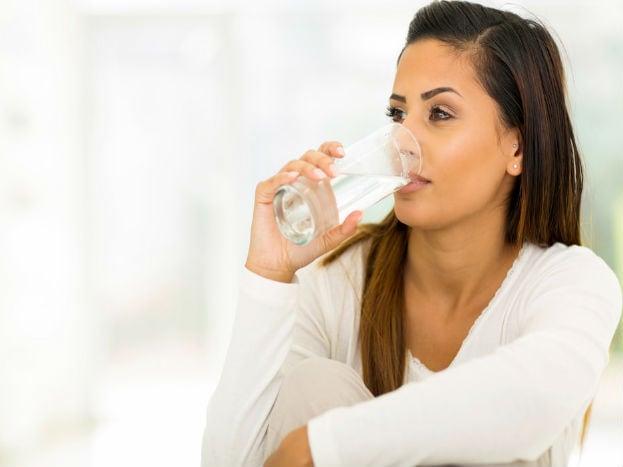 શરીરમાં પાણીની ઉણપના કારણે પણ સવારે ઉઠતાની સાથે જ ચક્કર આવવા લાગે છે.