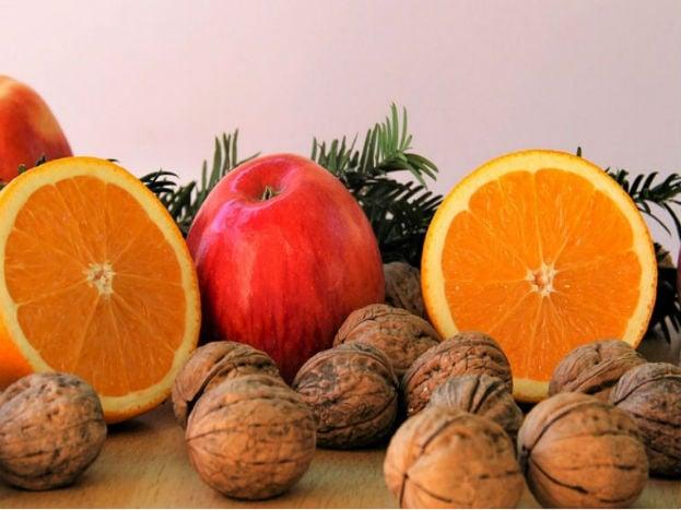 જો ફળને કાપીને રાખવાનો સમય નથી તો તમે એક બેગમાં એક-બે સફરજન, નાસપતિ અને કેળા રાખી શકો છો.