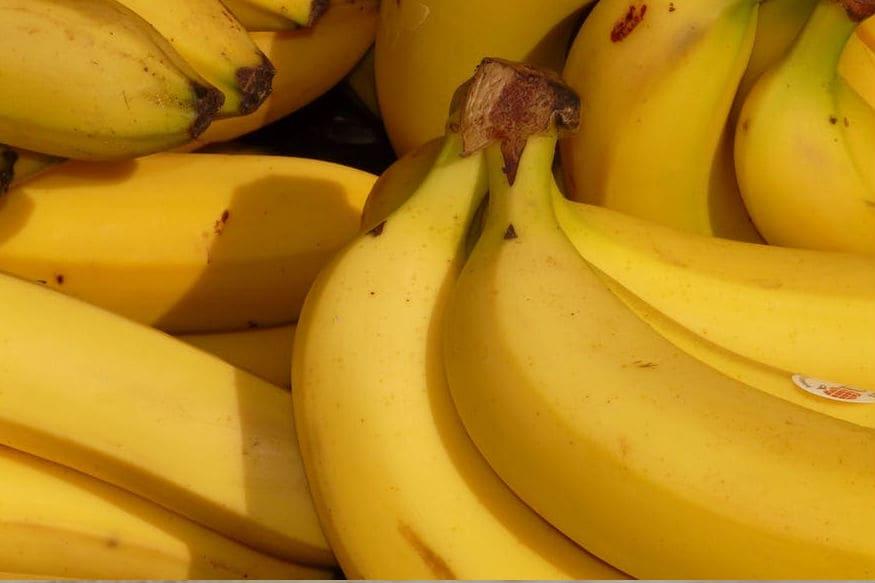 કેળામાં પોટેશિયમ અને મેગ્નેશિયમ હોય છે. તેનાથી તમારા સ્નાયુઓને આરામ મળે છે અને તમને ઊંઘ આવે છે. એવું કહેવાય છે કે ચેરી એક ફળ છે જેમાં એન્ટિ-ઓક્સિડેન્ટ ભરપૂર માત્રામાં હોય છે.