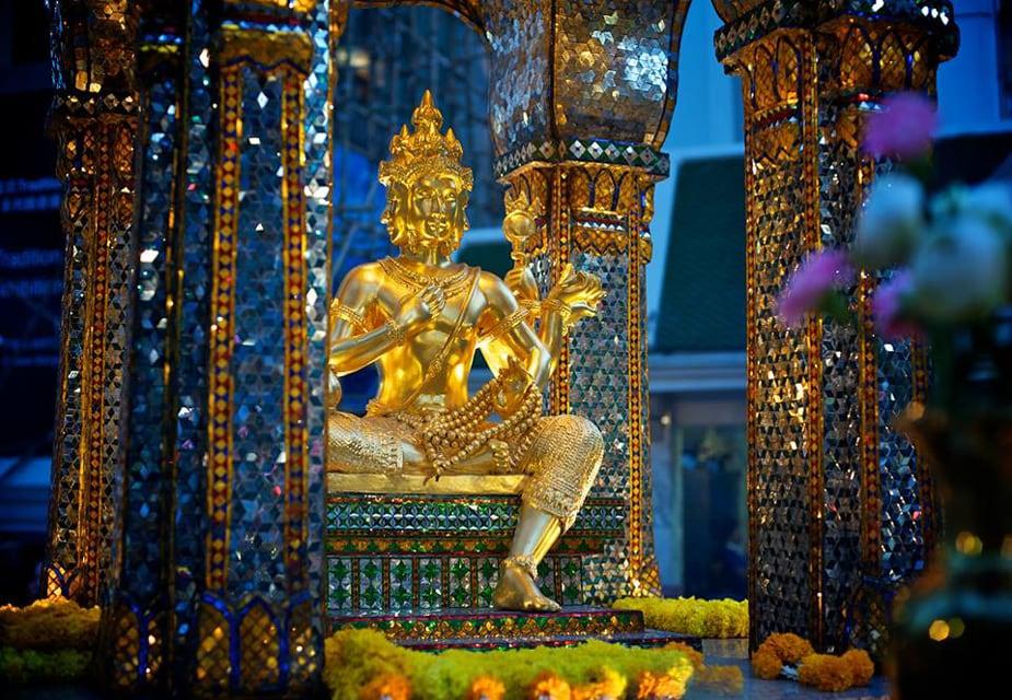 બ્રહ્માજીનાં આ મંદિરને ઈરાવન તીર્થનાં નામે ઓળખવામાં આવે છે. આ મંદિરનું નિર્માણ 1956માં થયુ હતું. મંદિરની અંદર બ્રહ્માજીની એક ચાર મુખવાળી સોનાની ભવ્ય મૂર્તિ છે. કહેવાય છે આ મૂર્તિ ખરાબ શક્તિઓ પર કાબૂ કરવા માટે બનાવવામાં આવ્યા હતાં. (image credit: Facebook.com)