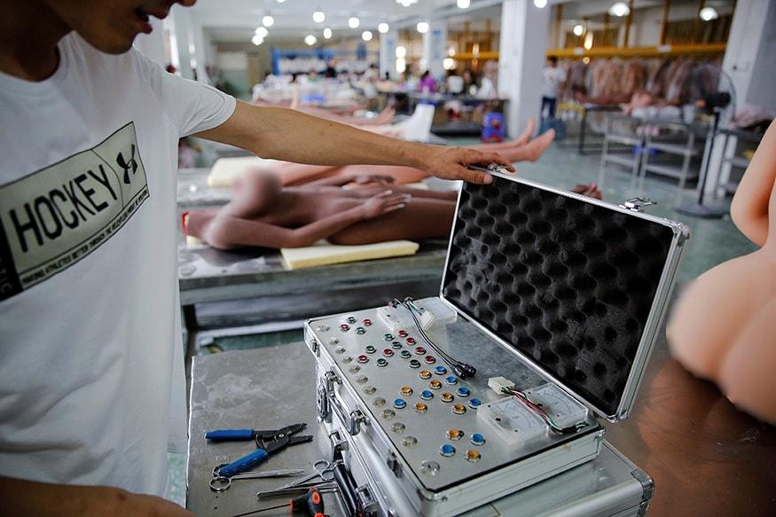 આ ફેક્ટરીમાં આશરે 200 જેટલાં કર્મચારીઓ કામ કરે છે. (Image: Reuters)