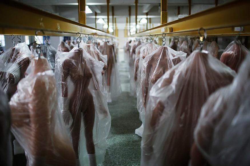 દર મહિને ફેકટરીમાં 2000 જેટલી સેક્સ ડોલ બને છે. (Image: Reuters)