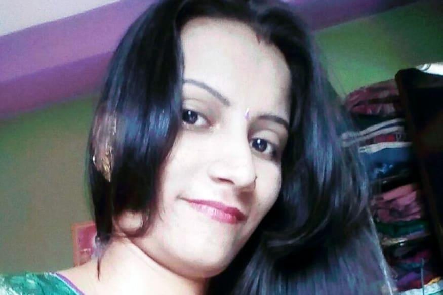 રોકડ અને ઘરેણાની લૂંટઃ ગુરુવારે કતારગામના રણછોડનગરમાં બાલાજી કોમ્પ્લેક્સના ફ્લેટ નંબર 303માં રહેતી રિયા (ઉ.વ.28)ની તેના ઘરમાં જ ગળું દબાવીને હત્યા કરી નાખવામાં આવી હતી. હત્યારાઓએ રિયાની હત્યા કરી ઘરમાં રૂ. 15 હજારની રોકડ અને ઘરેણાની લૂંટ ચલાવી હતી. રિયા તેમજ તેનો પતિ મનોજ ચોટલિયા મૂળ સાવરકુંડલાના વતની છે.