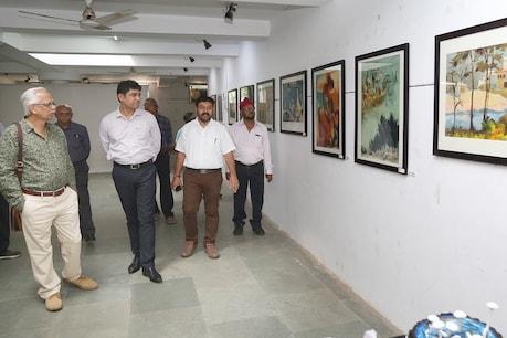 રાજકોટ: કલાકરો તેમના ચિત્રોના વેચાણની આવક કેરળ પૂરપીડિતોને આપશે