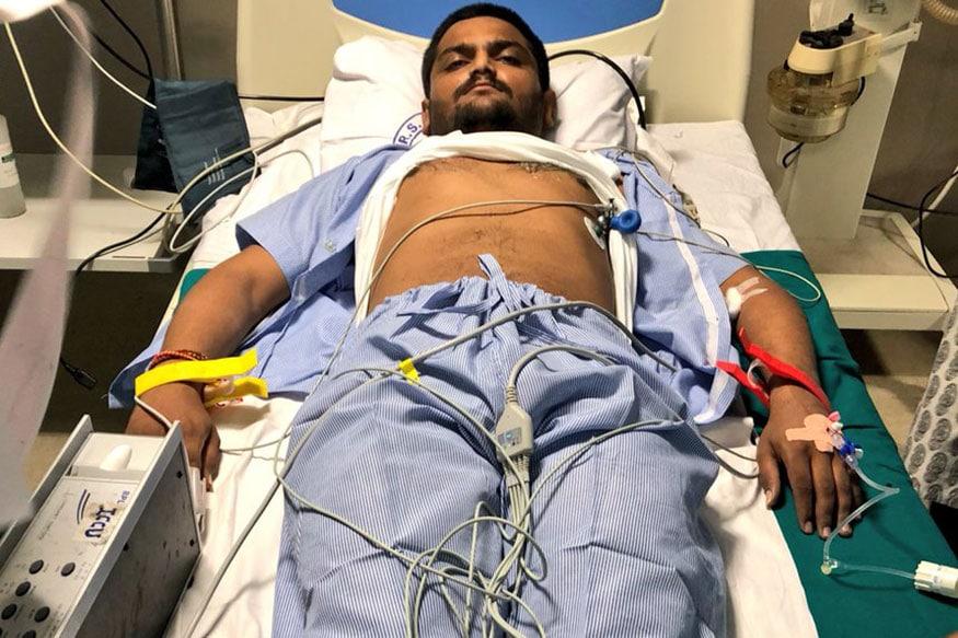 દિવસ-14: નરેશ પટેલની મુલાકાત બાદ હાર્દિક પટેલની તબિયત લથડતા સારવાર માટે સોલા સિવિલ હોસ્પિટલમાં ખસેડવામાં આવ્યો.