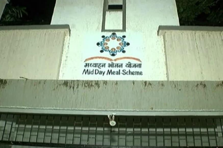 રાજકોટમાં મધ્યાહન ભોજનના સરકારી અનાજનો જથ્થો બારોબાર સગેવગે કરવામાં આવ્યો હોવાની ઘટના સામે આવી છે