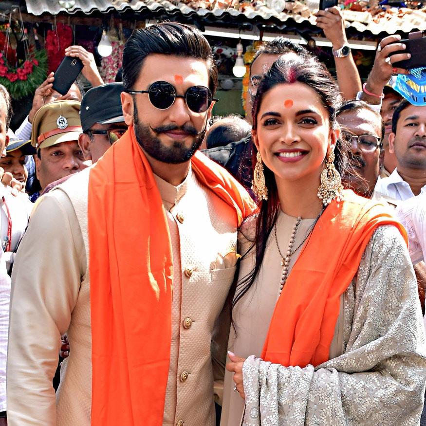 રણવીર દીપિકાનાં લગ્નને 15 દિવસ થઇ ગયા છે પણ તેમનાં લગ્નની ઉજણવી પૂર્ણ થતી નથી. એક બાદ એક<br />ફંક્શનની તસવીરો સામે આવતી રહે છે.