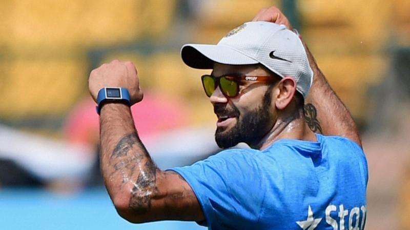 વિરાટ કોહલી ભારતીય ક્રિકેટ ટીમમાં એ પ્લસ કેટેગરીના ખેલાડી છે. તેમને આખા વર્ષની રીટેનર ફીસ 7 કરોડ રૂપિયા આપવામાં આવે છે. જે ઉપરાંત તેમને પ્રાઇઝ મની, આઈપીએલ જેવી મેચોની ફીસ અલગથી મળે છે.