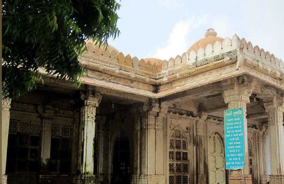 મહમૂદે ગુજરાત પર 53 વર્ષ રાજ કર્યું. તે ખુદ કહે છે કે, જો તે સમ્રાટ ન હોત તો ભાગ્યે જ કોઈ તેની ભૂખ દૂર કરી શક્યું હતું.