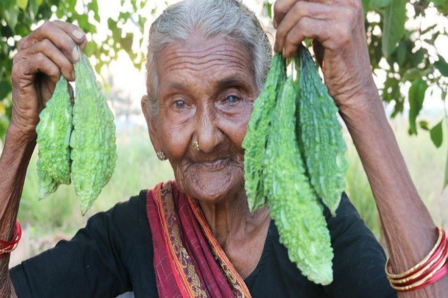 મસ્તાનમ્મા પ્રકૃતિની વચ્ચે ખુલ્લા ખેતરમાં જ ચૂલા પર રસોઈ બનાવતી હતી. કારના લગ્ન 11 વર્ષની ઉંમરે થઈ ગયા હતા તેને પાંચ સંતાન છે. માત્ર 22 વર્ષની ઉંમરે તે વિધવા થઈ ગઈ હતી.