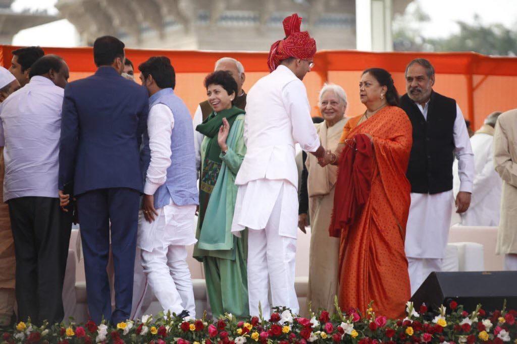 શપથ ગ્રહણ પછી વસુંધરા રાજેએ ટ્વિટ કર્યું હતું કે હું અશોક ગેહલોતને રાજસ્થાનના મુખ્યમંત્રી અને સચિન પાયલટને ઉપ-મુખ્યમંત્રી બનવા બદલ અભિનંદન પાઠવું છું