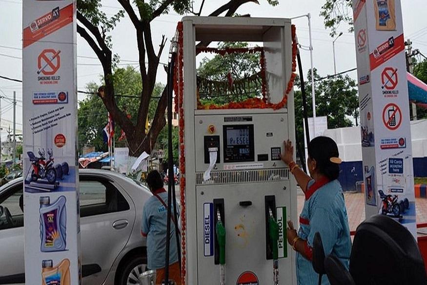 સરકારી તેલ કંપની ઈન્ડિયન ઓઈલ કોર્પોરેશન લિમિટેડ, હિન્દુસ્તાન પેટ્રોલિયમ કોર્પોરેશન લિમિટેડ અને ભારત પેટ્રોલિયમ કોર્પોરેશન લિમિટેડએ આ 5 રાજ્યો માટે અરજી મંગાવી છે. નવા પેટ્રોલ પંપની અરજી કરવા માટે ઓફિશિયલ વેબસાઈટ www.petrolpumpdealerchayan.in જાઓ. અહીં. તમને પેટ્રોલ પંપ ખોલવા માટેની પૂરી જાણકારી મળશે. ઓનલાઈન અરજી કરવા માટે મોડ્યુલ આપવામાં આવ્યું છે. રાજ્યોના રિઝનલ ઓફિસનું એડ્રેસ અને નંબર પણ આપવામાં આવ્યા છે. એવામાં તમે આ નંબર પર સંપર્ક કરી અથવા ઓફિસમાં જઈ પૂરી જાણકારી લઈ શકો છો.