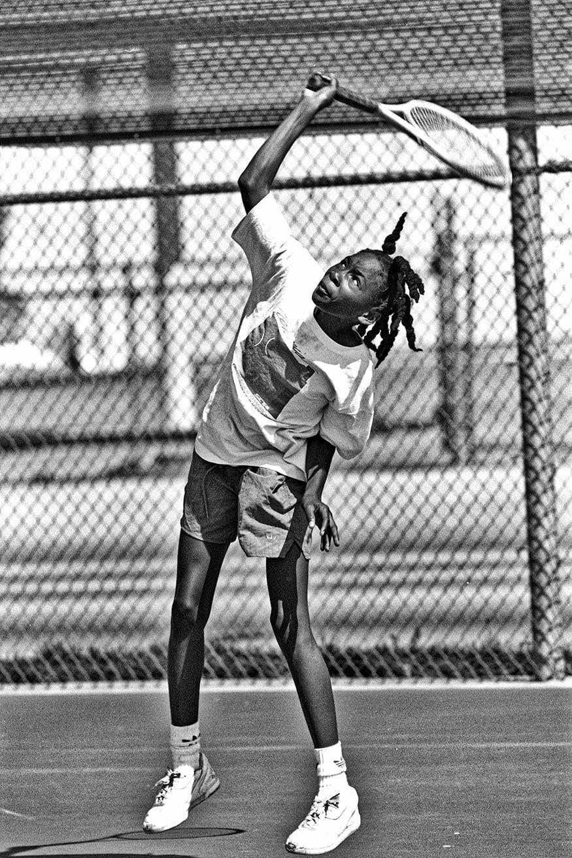 ટેનિસ ખેલાડી વિનસ વિલિયમ્સ કેલિફોર્નિયામાં ટેનિસ કોર્ટ પર પ્રેક્ટિસ કરી રહી છે.