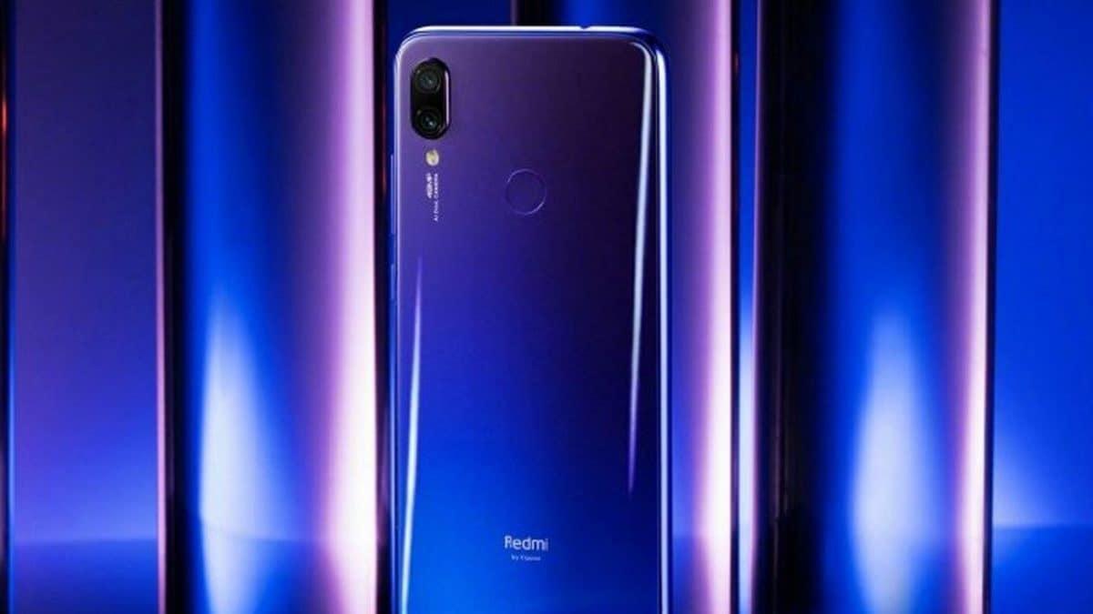 આ ફોનમાં 6.3 ઇંચની નોચ ડિસ્પ્લે છે. ફોનની સૌથી વિશેષ વસ્તુ તેની પાછળની પેનલ પર ઔરા ડિઝાઇન છે, જે દેખાવમાં અલગ લૂક આપે છે. આ ઉપરાંત કૉર્નિંગ ગોરિલા ગ્લાસ 5 પ્રોટેક્શન ફોનની બંને બાજુએ છે. ફોનમાં ક્યુઅલકોમ સ્નેપડ્રેગન 675 પ્રોસેસર છે. ફોનને પાવર આપવા માટે, તેની બેટરી 4,000 એમએચ છે. આ સમય દરમિયાન, કંપનીએ દાવો કર્યો છે કે તેની બેટરી ફૂલના ચાર્જ એકવાર કર્યાબાદ બે દિવસ સુધી ચાલશે.