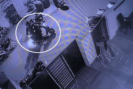 CCTV : રાજકોટમાં ઘરનો દરવાજો ખખડાવી મહિલા પર એક રાઉન્ડ ફાયરિંગ