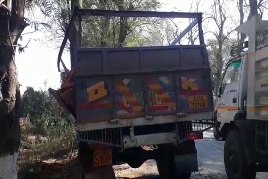 મળતી માહિતી પ્રમાણે છોટાઉદેપુરના બોડેલીના જંબુગામ મેરિયા બ્રિજ પાસેથી ઇંટો ભરેલી ટ્રક પસાર થઇ રહી હતી.