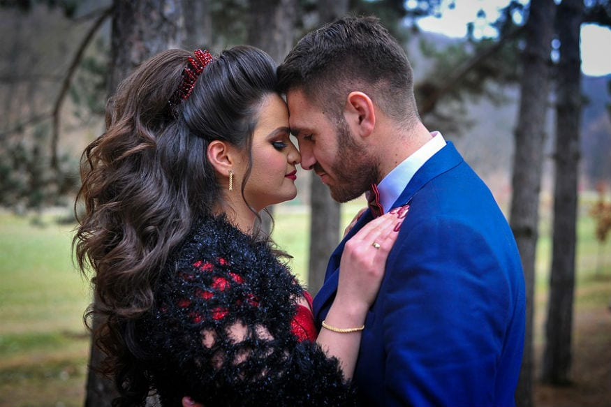 Things to do for husband:લગ્ન એક સુંદર અને નાજુક સંબંધ છે. એરેન્જ મેરેજમાં ઘણી વખત સાથીની આદતો વિશે જાણ નથી હોવાથી આપણે રિલેશનશીપમાં ઘણાં જ કન્ફ્યૂઝ રહીએ છે. પરંતુ સમય સાથે સંબંધ મજબૂત થાય છે. પરંતુ મહિલાઓની જેમ પુરુષોને પણ પોતાની પત્નીથી ઘણી આશાઓ હોય છે.