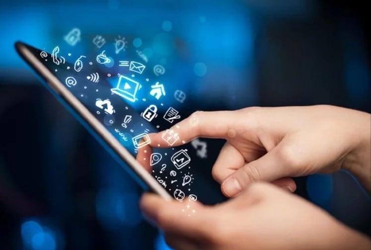 બેંકે તેમના મોબાઇલ પર પણ ઉપયોગ કરનારી કોઈપણ નવી એપ્લિકેશનને ડાઉનલોડ કરતા પહેલાં સાવચેત રહેવા કહ્યું છે. આરબીઆઇએ ચેતવણી આપી છે કે એનીડેસ્ક જેવી ઘણી એપ્લિકેશન્સ તમારા યુપીઆઇ અને મોબાઇલ વૉલેટમાંથી તમારા પૈસા ચોરી શકે છે.