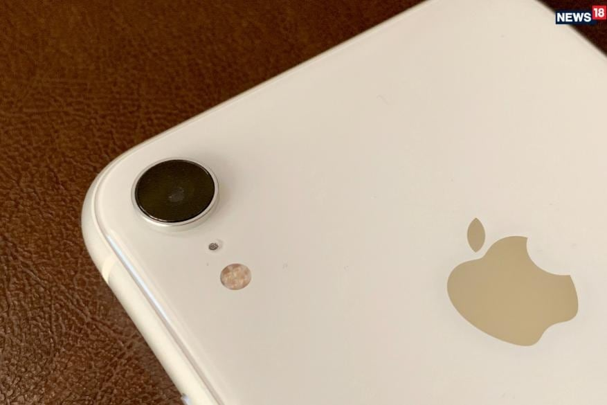 iPhone XRના ત્રણ વેરિએન્ટની કિંમતમાં 17,000 રુપિયાનો ઘટાડો કરવામાં આવ્યો છે. iPhone XR ના 64GB વેરિએન્ટની કિંમત પેહલા 76,900 રુપિયા હતી, હવે 59,900 રુપિયા થઇ ગઇ છે.