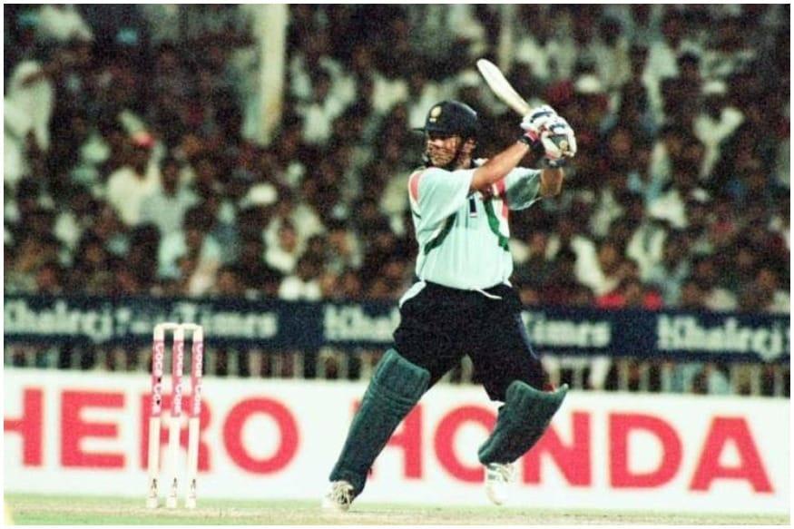 ટીમ ઇન્ડિયા તરફથી સચિને ઇન્ટરનેશનલ ક્રિકેટમાં રેકોર્ડ 4076 ફોર ફટકારી છે.