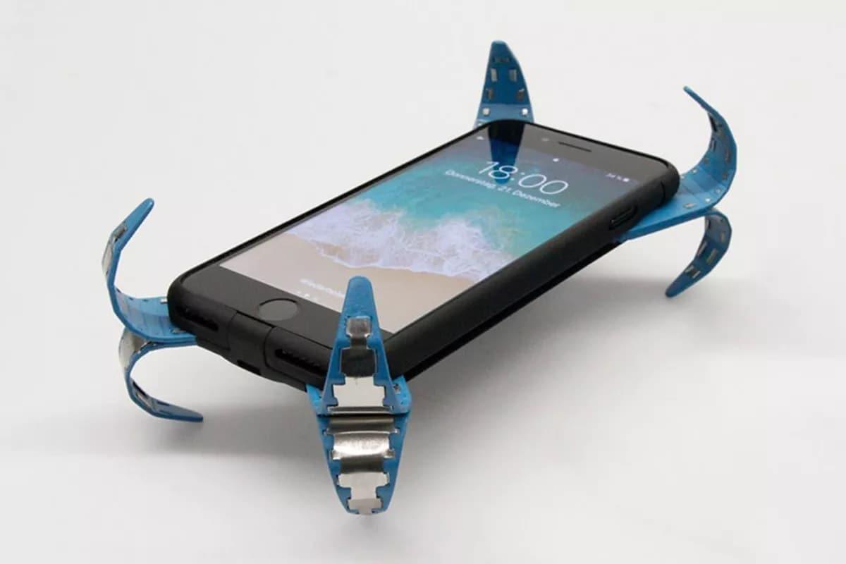 આ પ્રોડક્ટને એક સ્પેશ્યલ ડિઝાઇનની સાથે બનાવવામાં આવી છે જે કેટલાક લોકોના મોંઘા ફોન પડવાથી તુટતા બચાવશે. હવે સ્માર્ટફોન માટે પણ એરબેગ બજારમાં આવે છે. કારને એકસીડન્ટ થાય તો એરબેગ ઓપન થવાથી કારની અંદર રાઇડ કરનારાઓ બચી શકે છે, એવી જ રીતે સ્માર્ટફોન એકસીડન્ટલી હાથમાંથી પડી જાય તો એરબેગ તેને નુકશાન થતું અટકાવે છે.