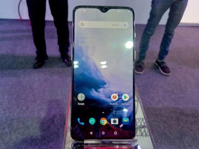 આ ફોનમાં 3700 એમએએચ બેટરી છે જે ઝડપી ચાર્જિંગને સપોર્ટ કરે છે. જોડાણ માટે, તે 4G VoLTE, Wi-Fi, Bluetooth V5.0, એનએફસીએ, જીપીએસ / A-GPS અને યુએસબી પ્રકાર સી પોર્ટ ચાર્જ થશે. આ ફોનમાં ઇન-ડિસ્પ્લે ફિંગરપ્રિન્ટ સેન્સર પણ છે.