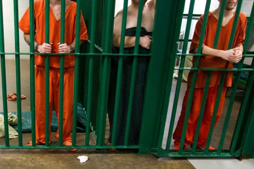એવું નથી કે, જેલની અંદર ઘટનાઓ માત્ર અમેરિકન દેશોમાં જ થાય છે. યૂરોપિયન દેશોમાં પણ આવી જેલો છે. આ રીતની એક જેલ ફ્રાંસમાં છે, લા સંતે જેલ. અપરાધીઓ આને સુસાઈડ જેલ માને છે. આ જેલમાંથી અપરાધી બહાર આવવાને બદલે સુસાઈડ કરી લેવાનું વધારે પસંદ કરે છે. આ જેલનું નામ 1999માં લગભગ 124 કેદીઓએ સુસાઈડ કરી લીધા બાદ પડ્યું.