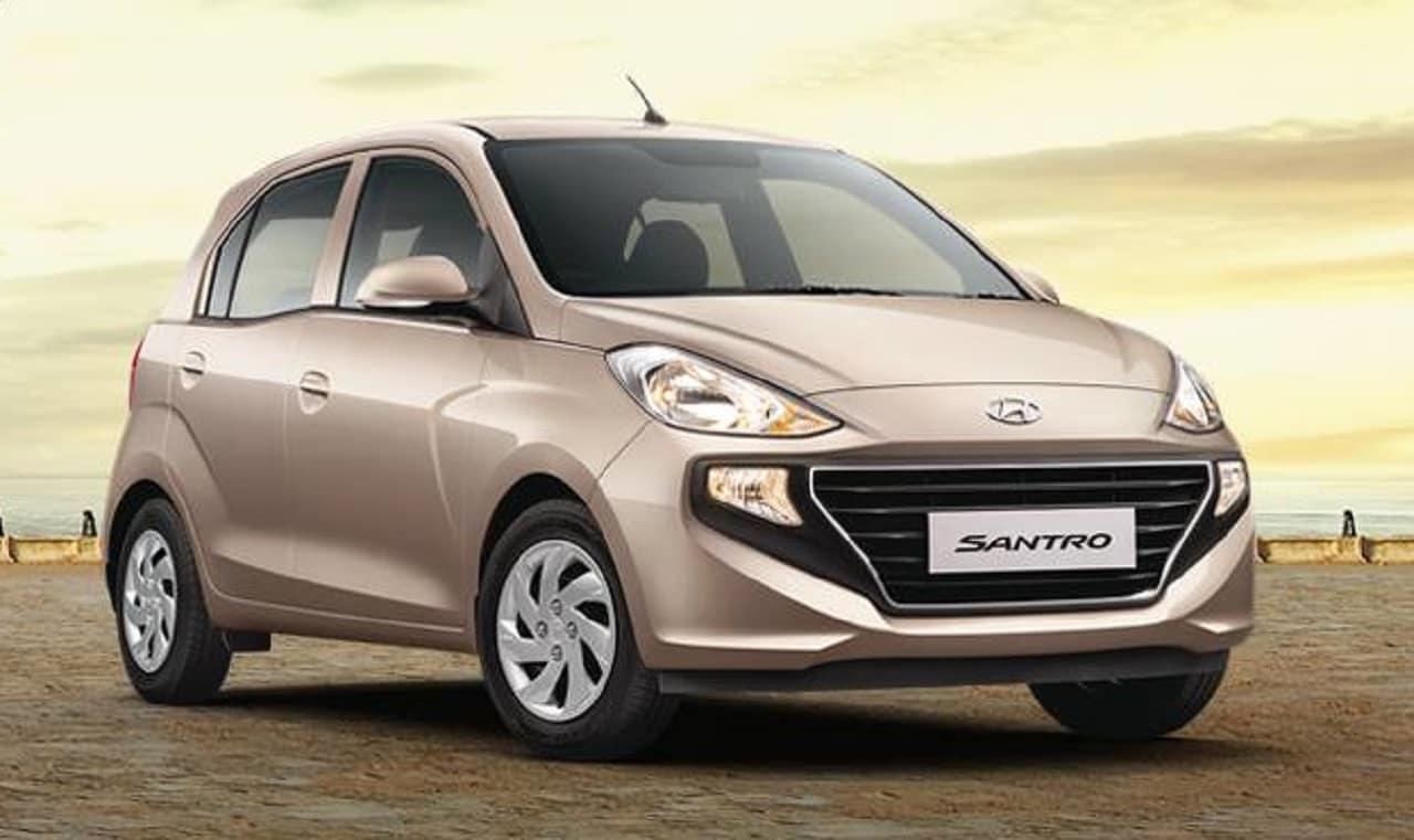 Hyundai Santro -લેટેસ્ટ જનરેશનની સેન્ટ્રોનો મુકાબલો ટાટા ટિયાગો, મારુતિ સેલેરીયો, ડૈટસન ગો અને મારુતિ સુઝુકી વેગન આર સાથે છે. તેનું 1.1 લીટર પેટ્રોલ એન્જિન 69 એચપી પેદા કરે છે અને સીએનજીમાં 59 એચપી પાવર મેળવે છે. ગ્રાહકોને આ કાર પર લગભગ 40,000 રૂપિયાનો લાભ મળી રહ્યો છે.