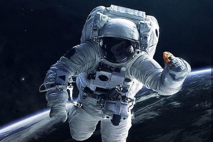 નાસાએ અંતરિક્ષ યાત્રીઓને ફ્રેશ ખાવાનું આપવાની તૈયારી કરી લીધી છે. નાસાએ તેના માટે એક સ્પેશલ ઓવન સ્પેસ સ્ટેશન પર મોકલ્યું છે. મળતી માહિતી મુજબ આ ઓવનમાં અંતરિક્ષ યાત્રી બિસ્કિટ બનાવશે.