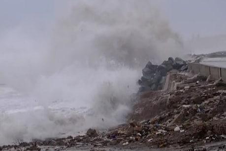 દરિયાકાંઠાનાં વિસ્તારોમાં 48 કલાક ભારેથી અતિભારે વરસાદની આગાહી
