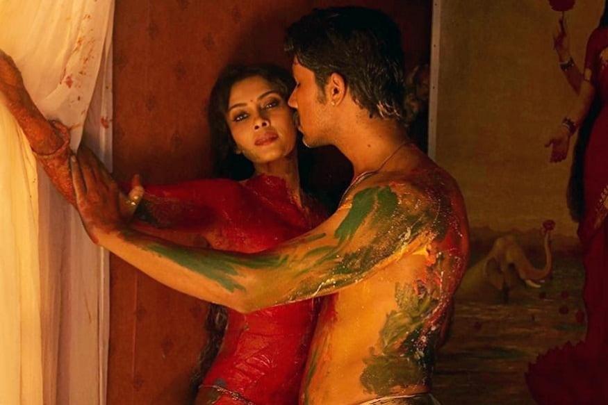 નંદના સેન- 48 વર્ષની આ એક્ટ્રેસે વર્ષ 2008માં આવેલી ફિલ્મ 'રંગ રસિયા' માટે ન્યૂડ સિન આપ્યો હતો. આ ફિલ્મ 19મી સદીનાં ભારતીયમૂળનાં પેઇન્ટર રાજા રવિ વર્માનાં જીવન પર હતી.